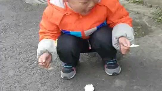 小盆友痛失冰糕