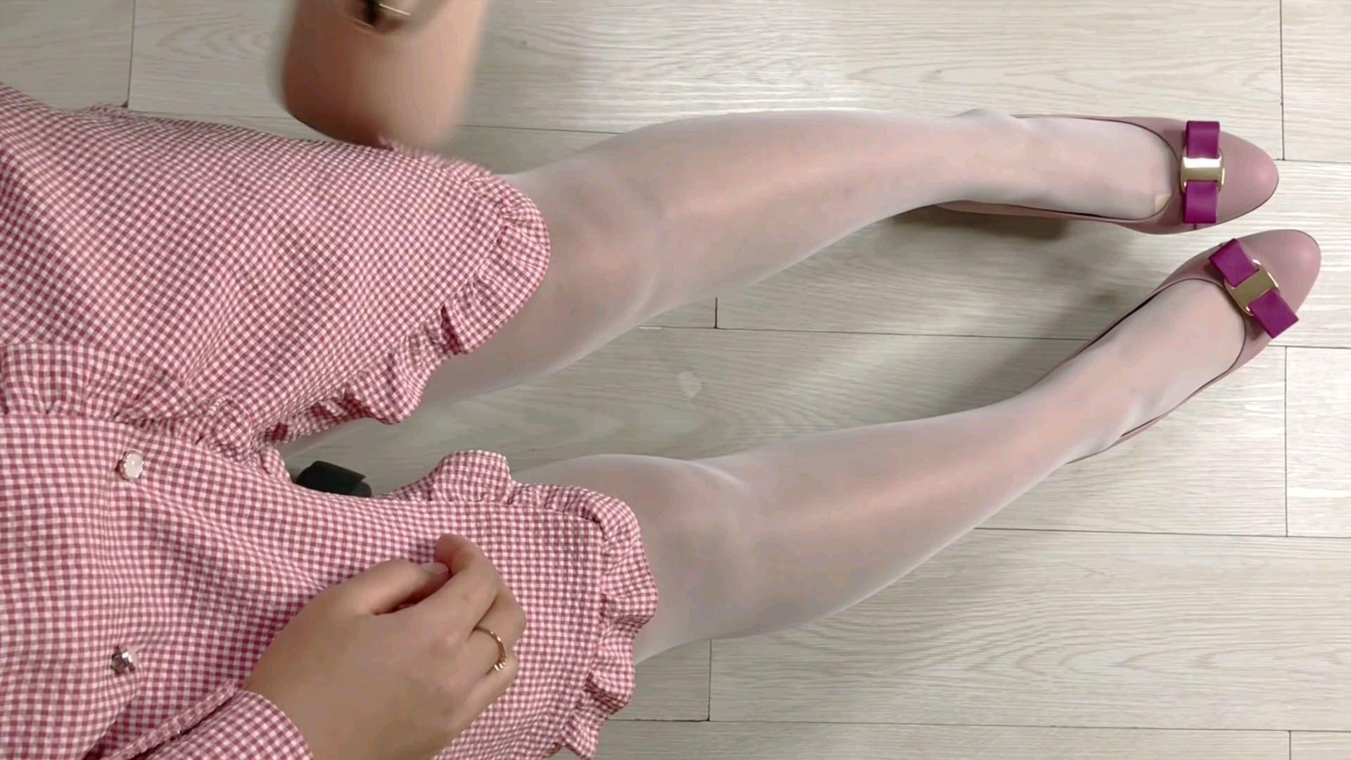 穿出白色丝袜的漂亮方法(ಡωಡ)