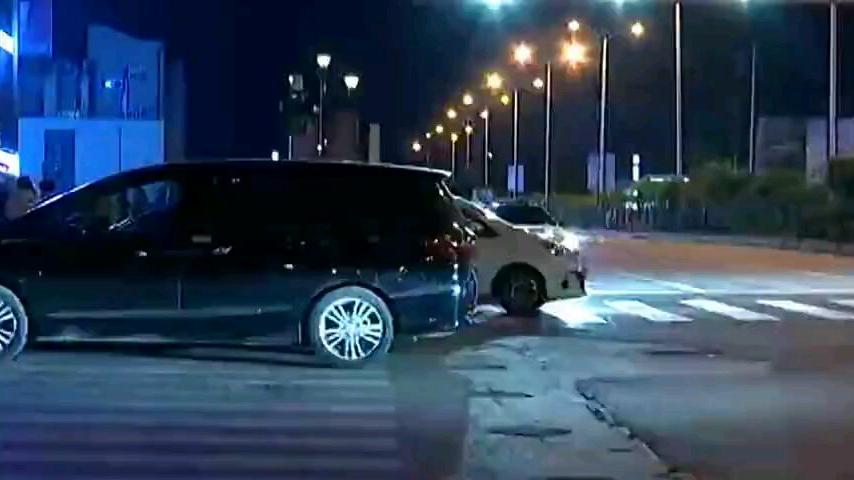 男子穿保安服冒充交警收司机驾驶证被揭穿后还咬伤民警