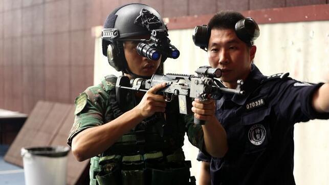 深圳特警与驻港部队特战分队联训