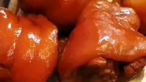 猪脚饭贵在软而不烂、入口即化,而不是人人都爱吃的嚼劲~