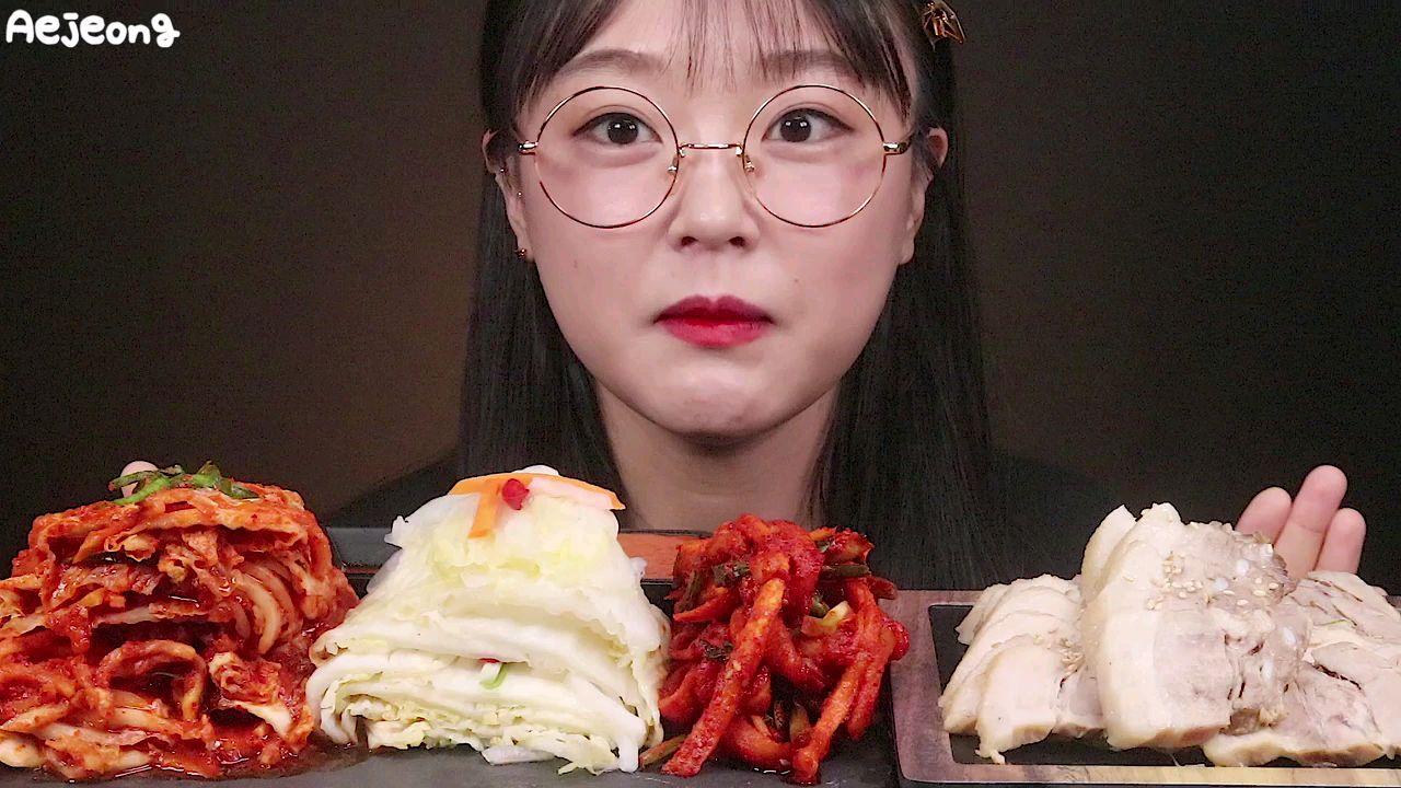 【애정 Aejeong】吃白切肉和泡菜