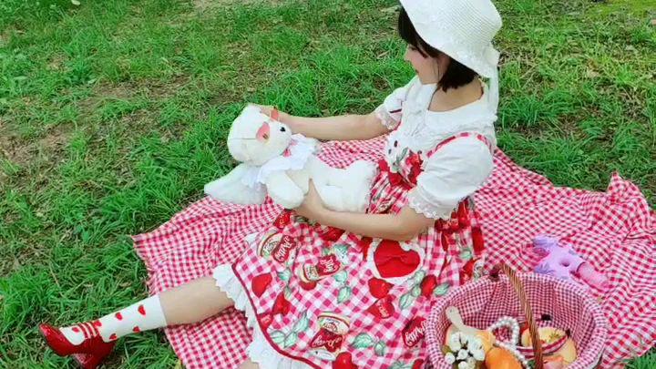 【荒卷芽依】小小vlog:穿lolita去野餐,差点撞到树了!!