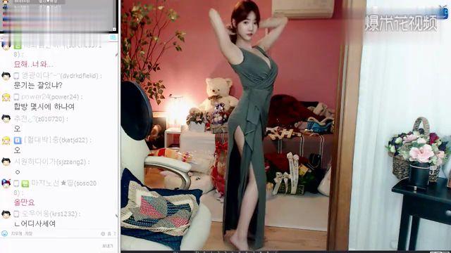 韩国女主播雪梨 这连衣裙不错吧。