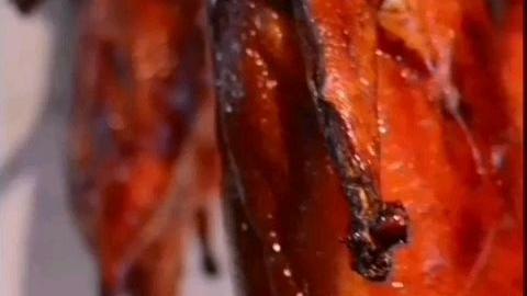 分享烧鹅特点是皮脆肉嫩众人喜欢