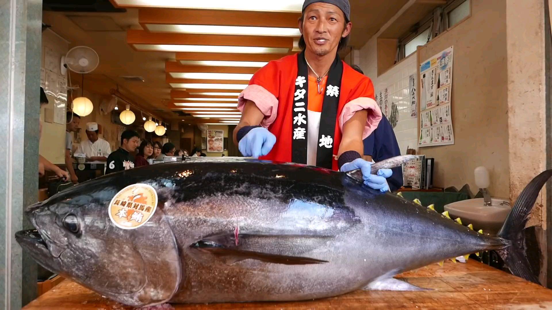 日本街头美食-蓝鳍金枪鱼   切割秀和寿司    生鱼片