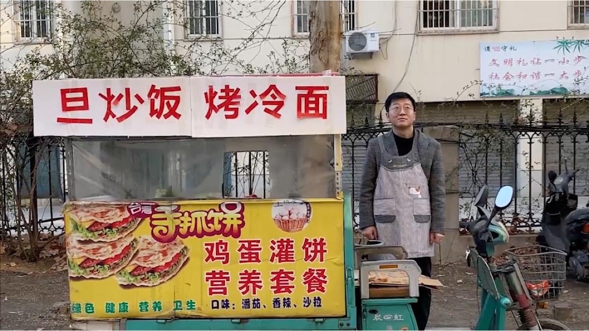 【朱一旦】带劳力士卖烤冷面,是一种什么样的体验?