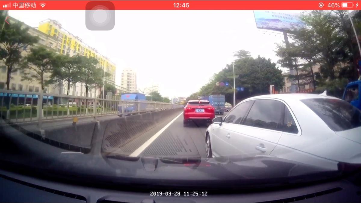 日常小事故(白色A4开斗气车)