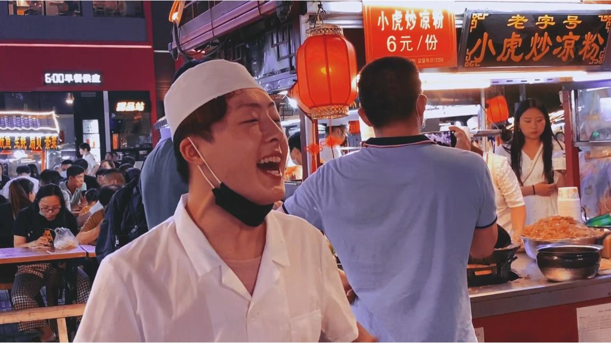 称霸开封鼓楼夜市的小吃,顾客排长龙,就为吃这一口!