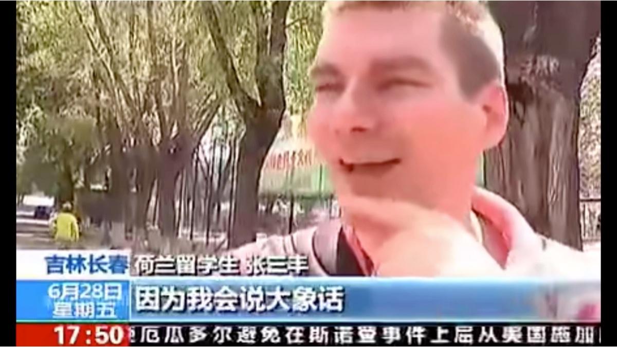 央视沙雕采访,路人神回复!
