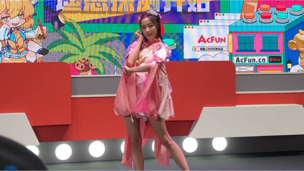 8月2号CJ ACFUN小舞台 楼姐的舞蹈(手机录的,渣画质,轻喷)