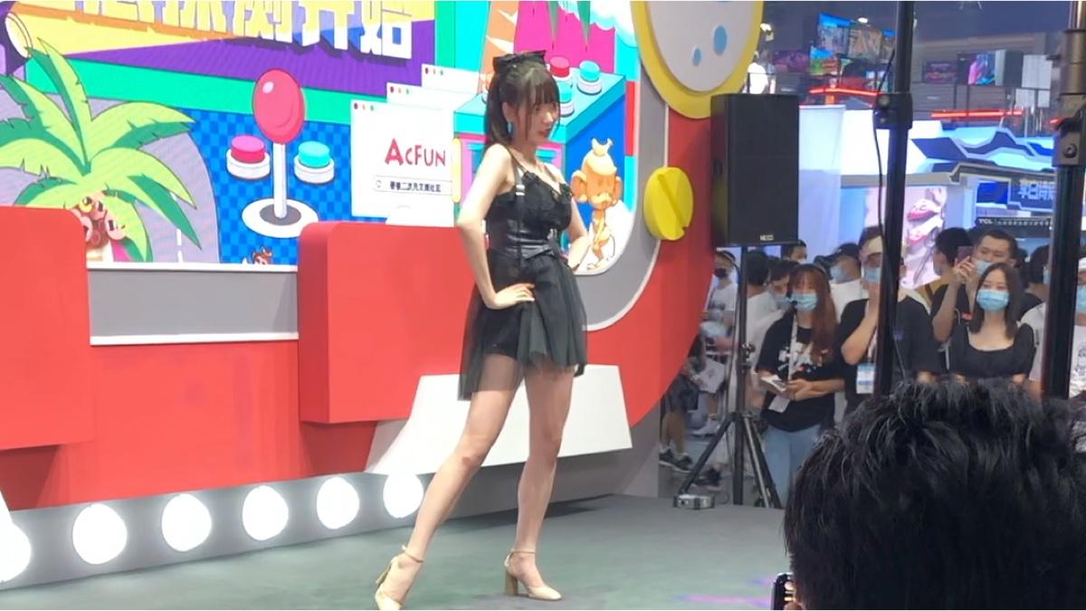 8月2号CJ ACFUN小舞台  汉堡王的舞蹈(手机录的,渣画质,轻喷)