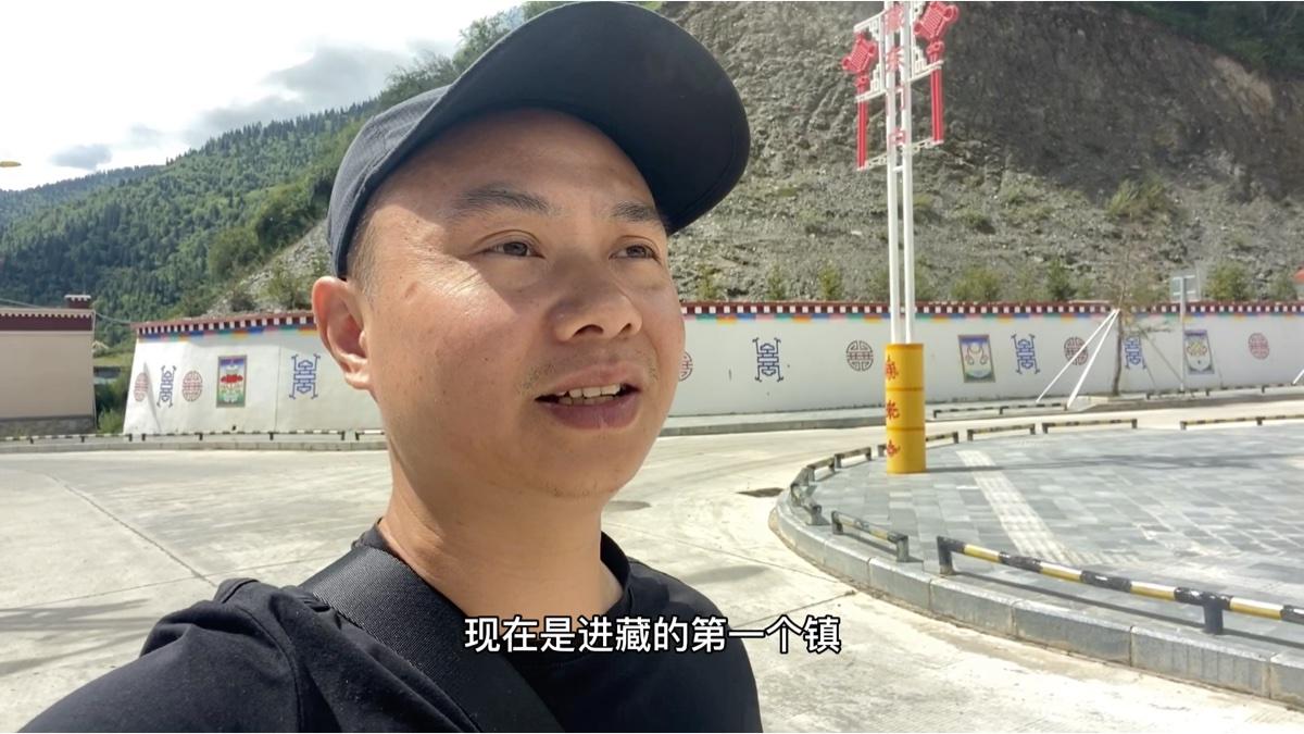露营西藏门户江达岗托镇,转了一圈没找到厕所,问了一个路人竟然这样说