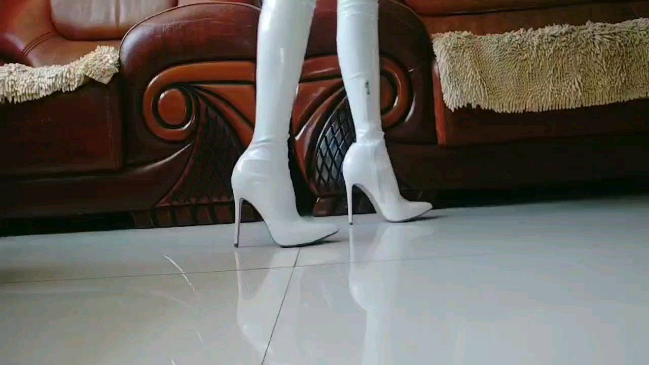 白色长靴试穿展示