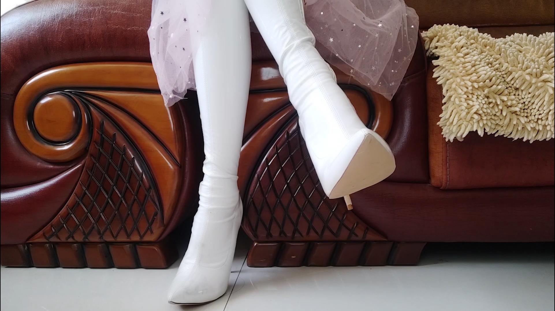 白色长靴 搭配 粉色闪闪星星长裙 感觉比白色更好看呢
