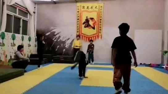 小侄子开始练武了