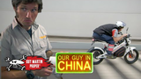 盖马丁中国行-骑着他的电动摩托车观光旅游