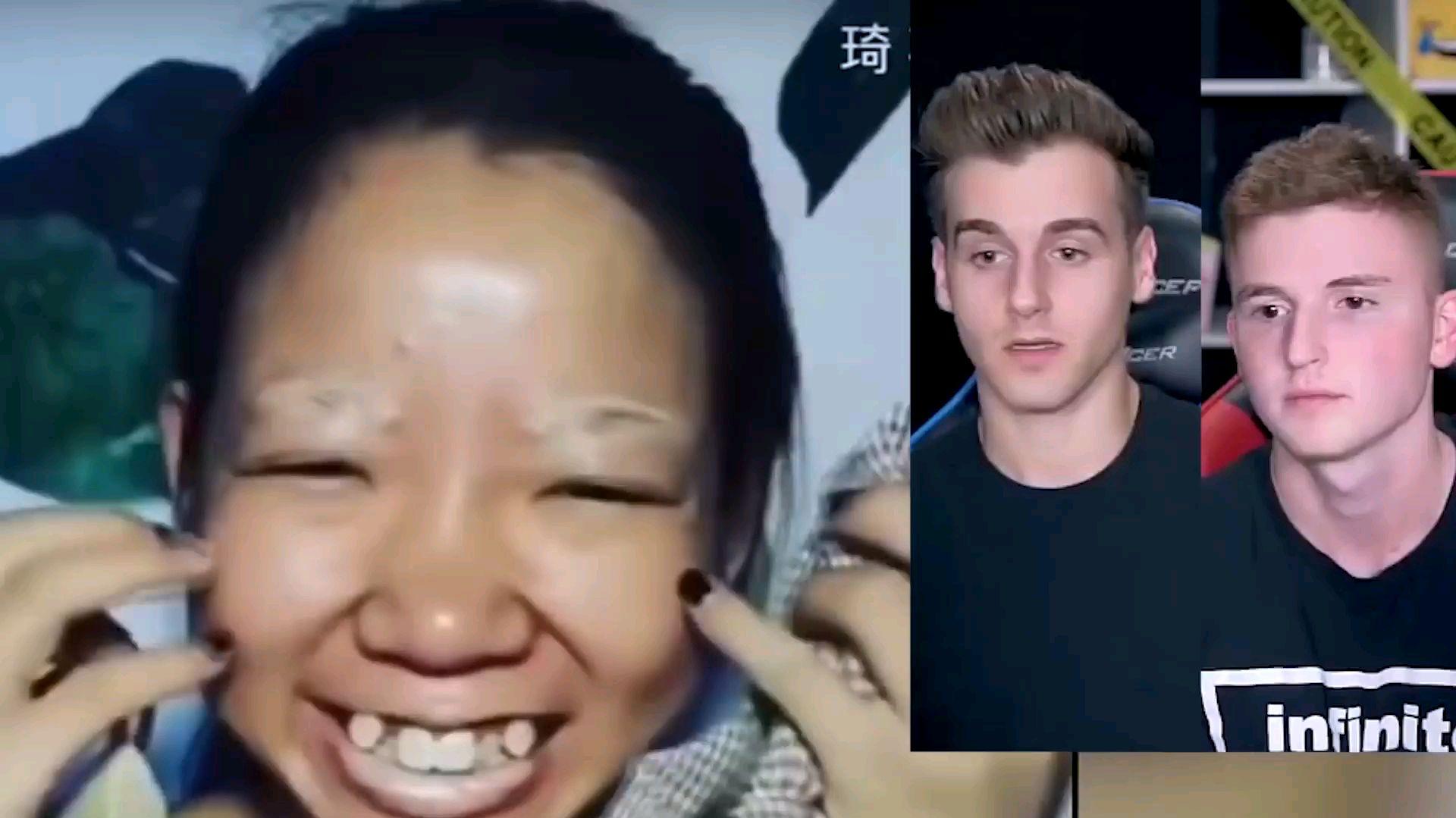 两外国小伙看中国化妆术