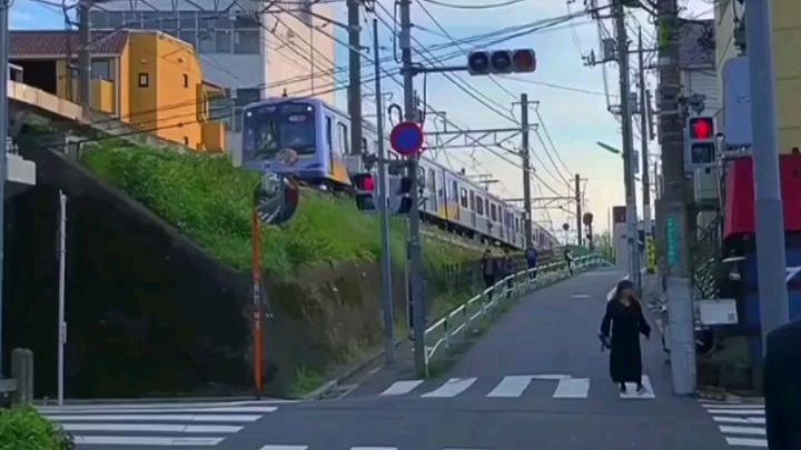 喜欢日本动漫一样的电车声,你的感受是孤独或安心?