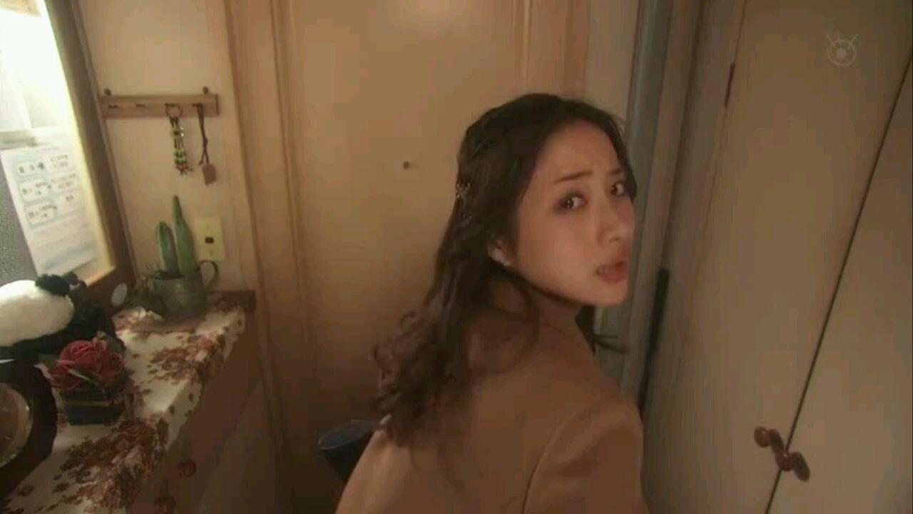 朝五晚九:(老公视角!)十元每天出门给你一个吻~心都化了,太可爱了叭!