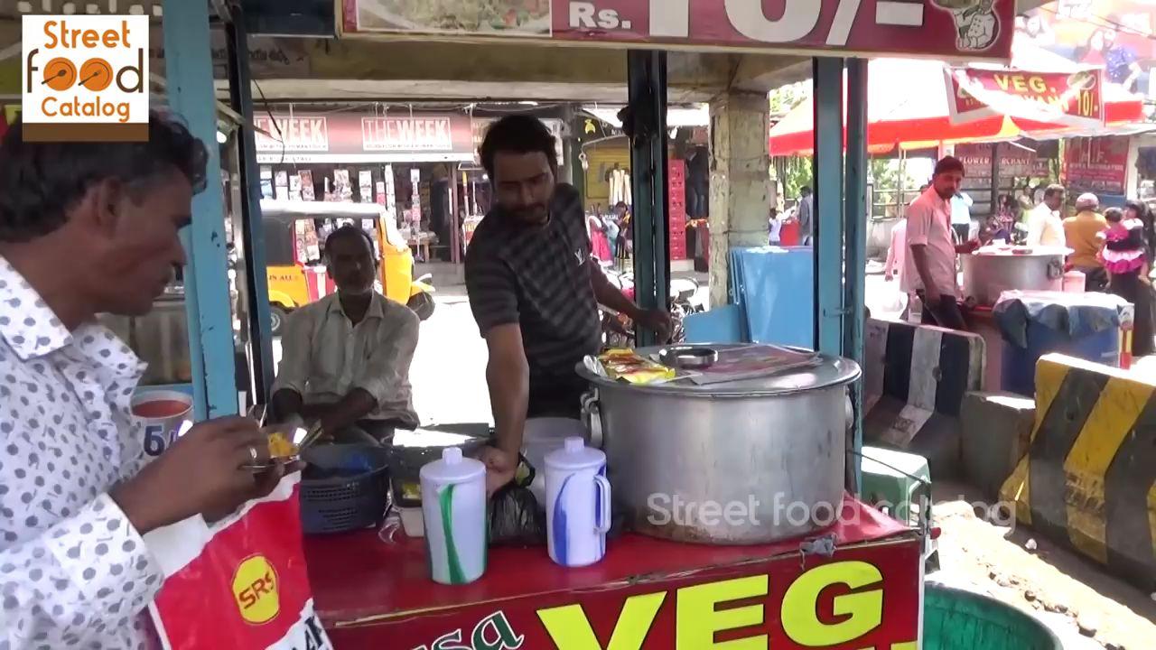 【印度美食】火车站摆摊子,老板说生意还不错!