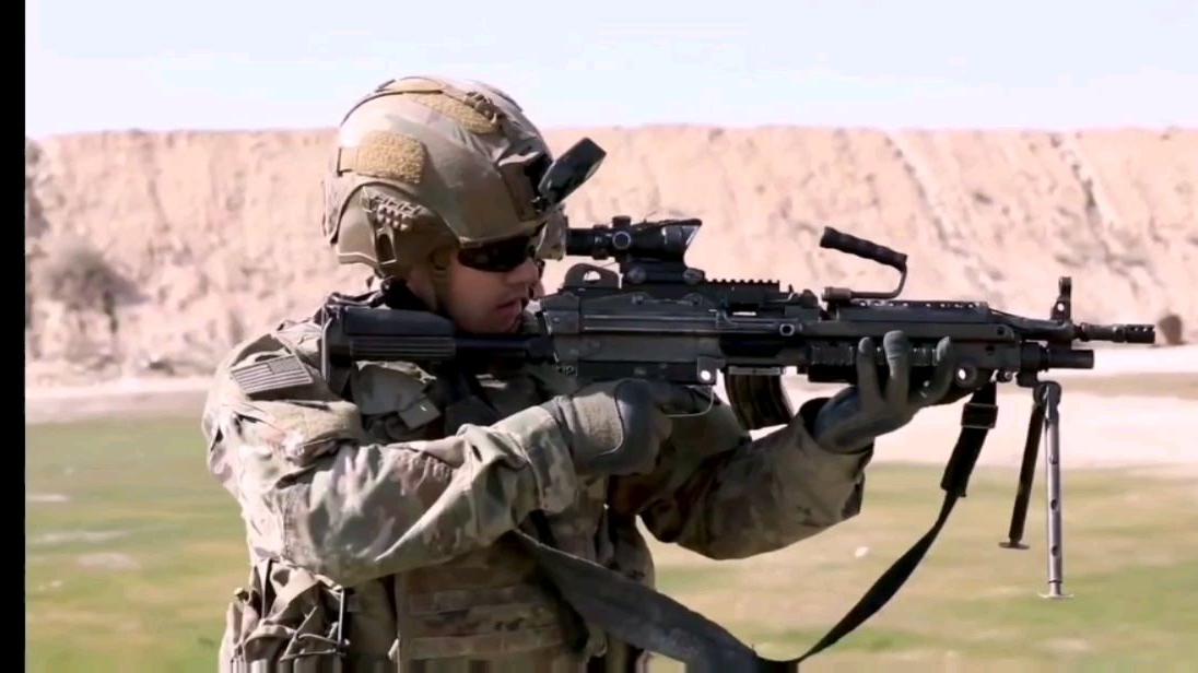 驻伊美军实弹射击训练轻重武器齐上阵