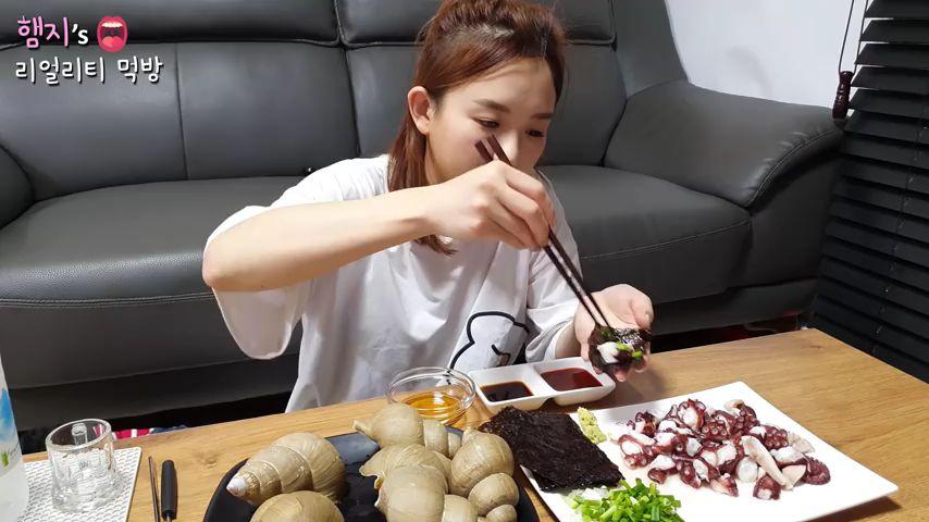 【Hamzy】韩国小姐姐真实吃播: )大王章鱼,这个该怎么做着吃的??