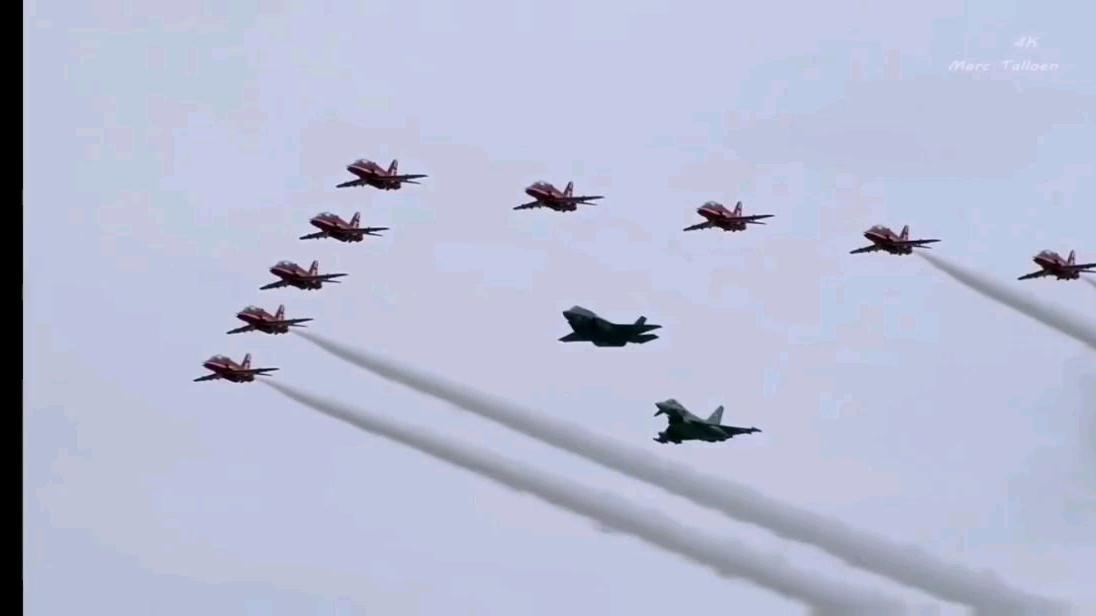 F-35飞行展示显示逆天技术水平