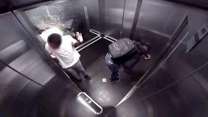 电梯迎头喷奋