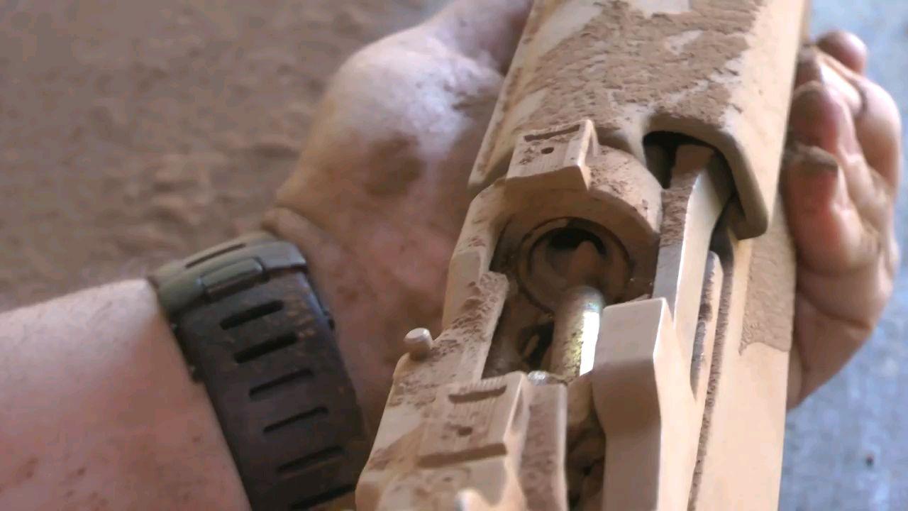 多支武器的沙尘测试