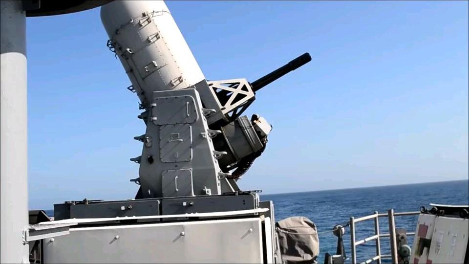 76毫米奥托舰炮和CIWS实弹射击