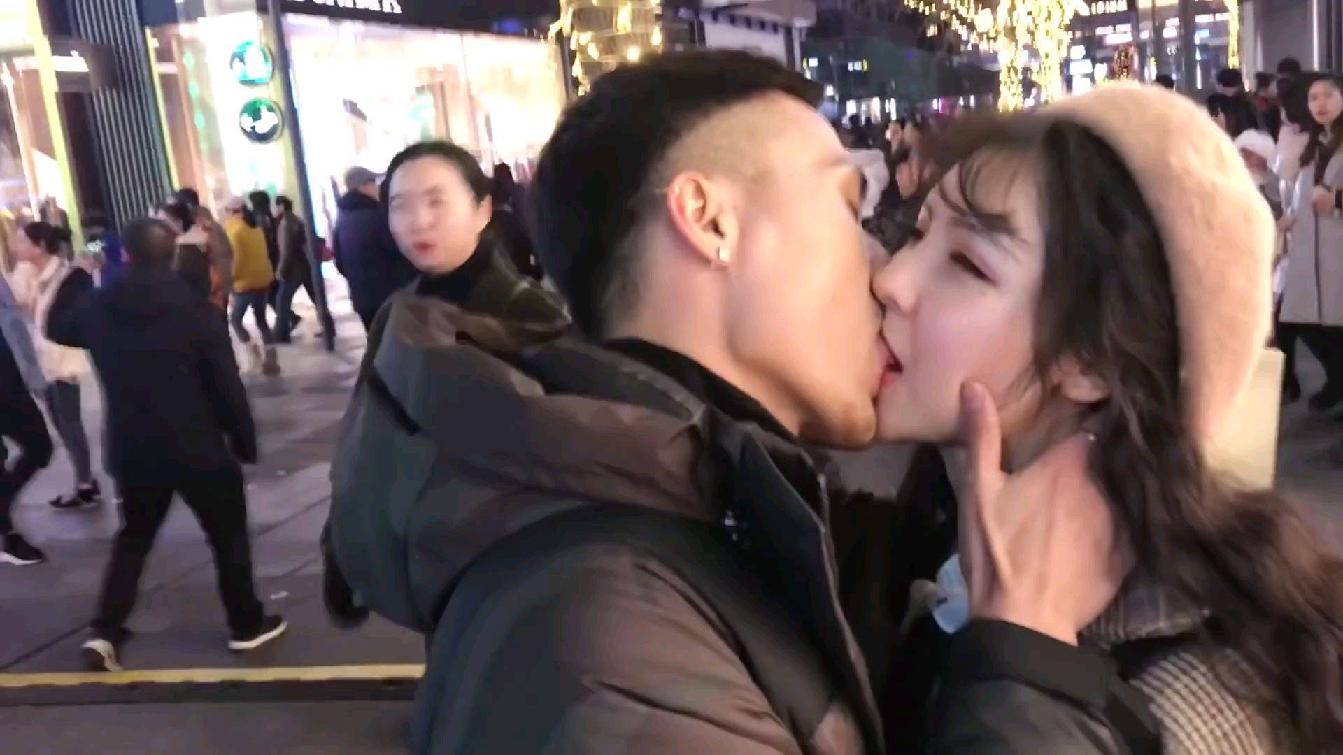 【幸福制造机】维持异地恋的独家秘密,型男美女舌吻大放闪!