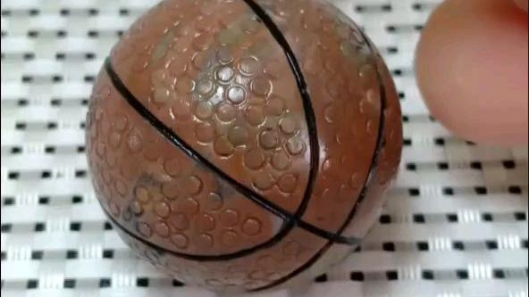 用玉石雕刻的篮球,喜欢的朋友留个脚印吧