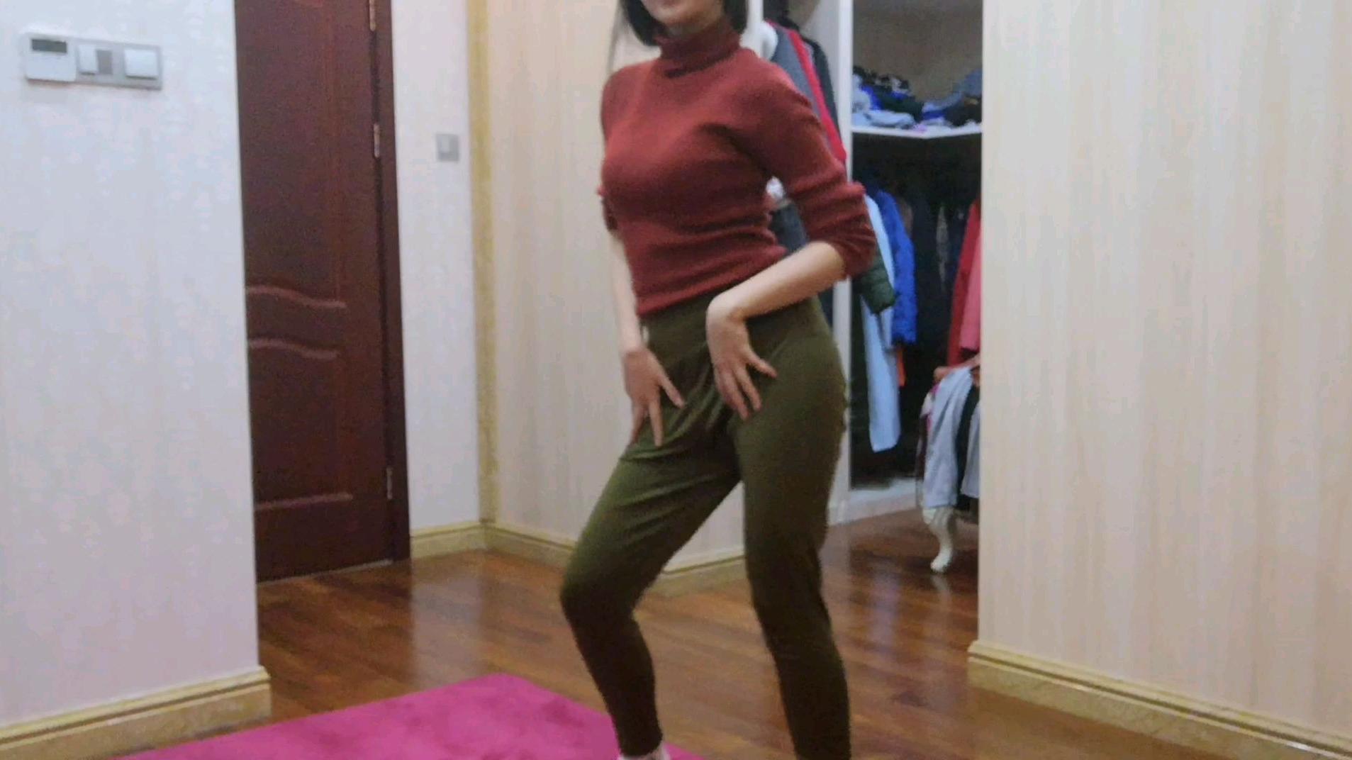 16岁高中少女在卧室跳爵士操 扭动body跟着我一起舞动吧