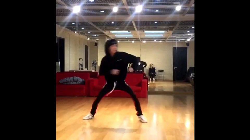 王一博舞蹈练习室公司考核