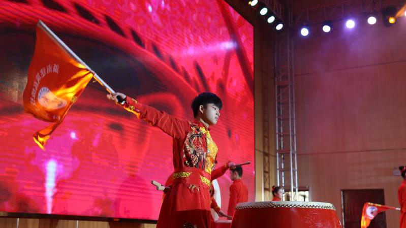 弘扬传统乐器中国鼓,鼓舞表演鼓声如雷威震八方,战鼓齐鸣
