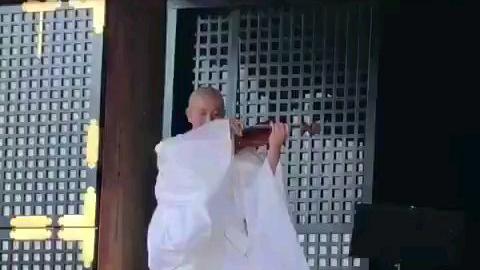 【轻松一刻】京都仁和寺住持的小提琴演奏「情热大陆」