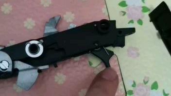 【水弹玩具】老铁们M870扳机这样是怎么回事?那个弹簧应该卡在哪里?