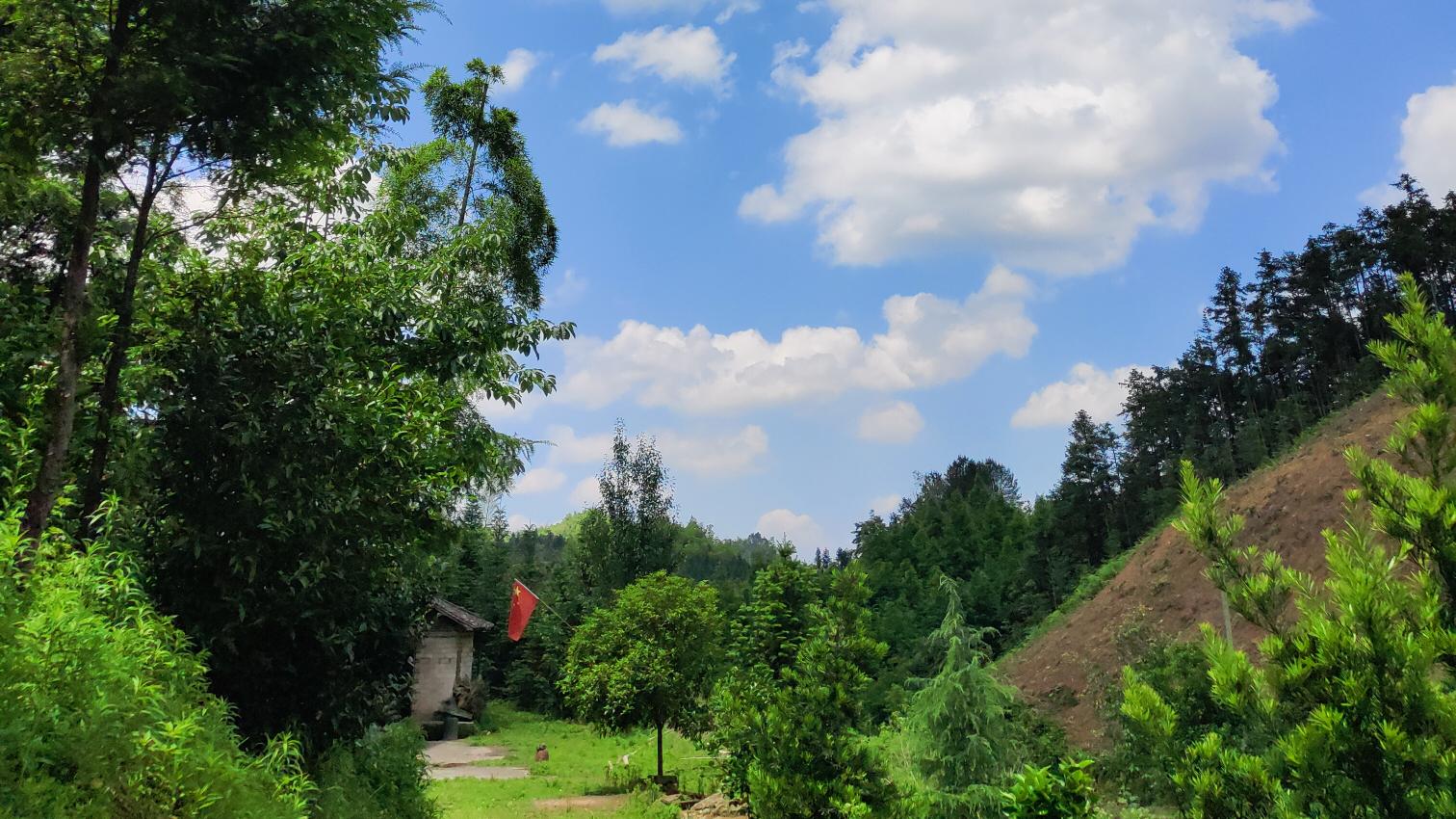 【62】老家木房青山白云蓝天。