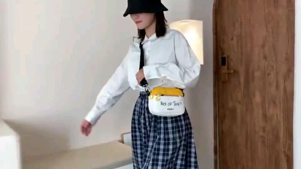 韩国ins超火帆布包斜跨女包2020新款学生单肩包可爱卡通迷你小包欢迎关注淘宝:yoyo铺子