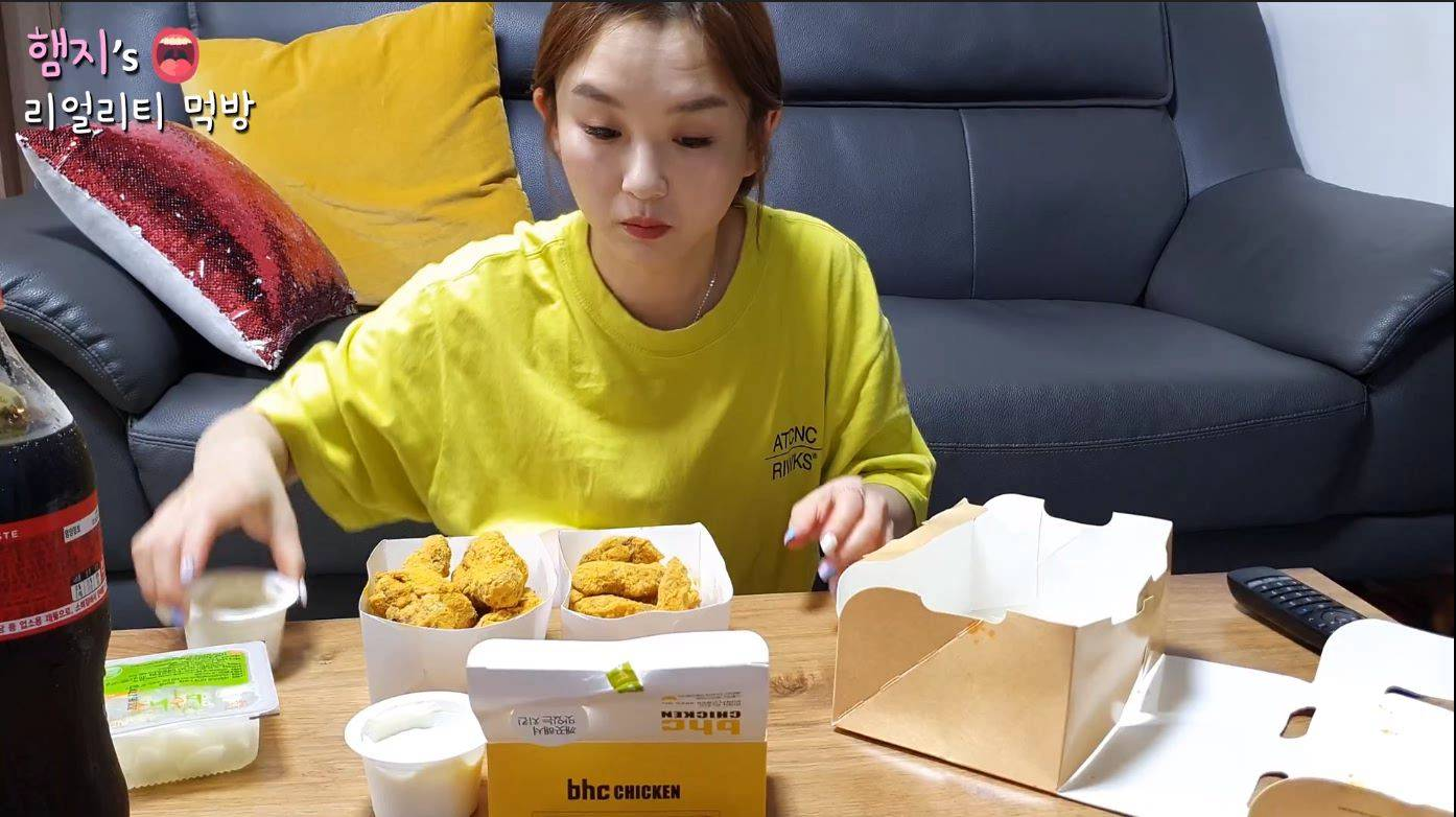 韩国吃播   一仓库泡面   狗狗看着吃  也不给一口