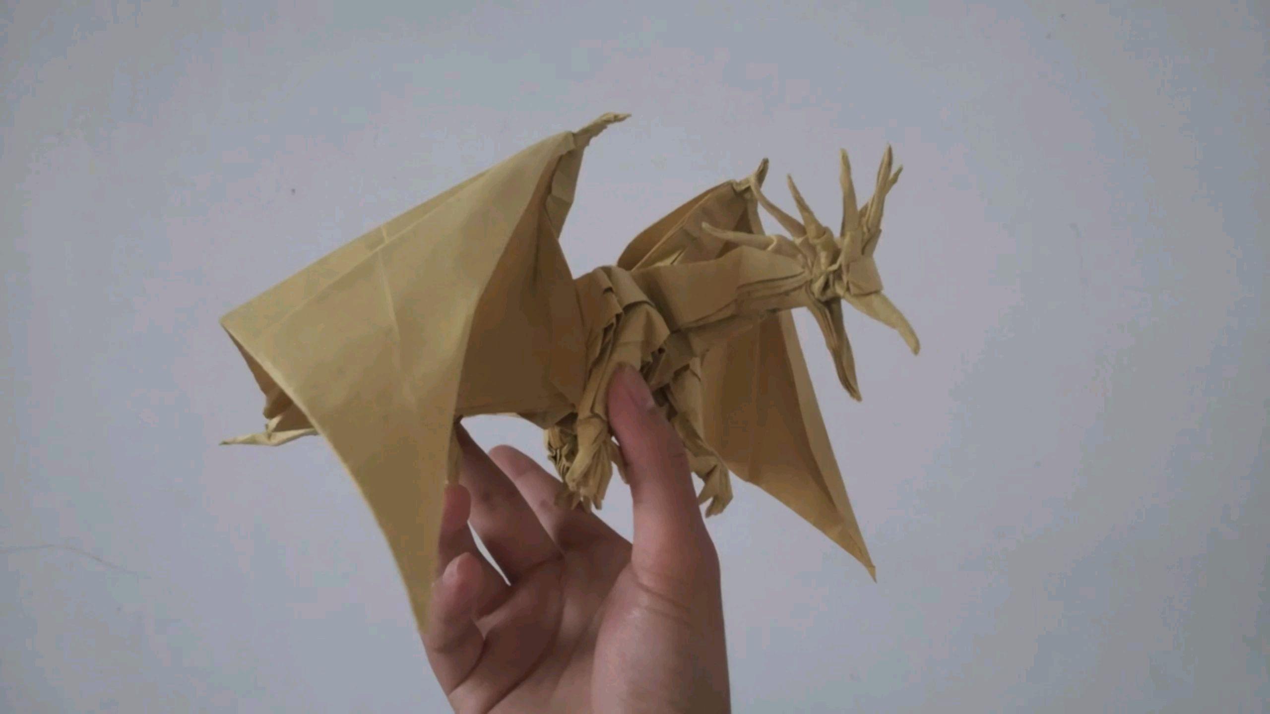 幼儿园的青蛙都弱爆了,一张纸折出一条龙。