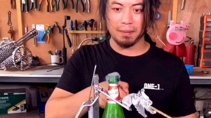 自制多米诺开瓶器,一次开100瓶乌苏,让开盖更加简单且硬气