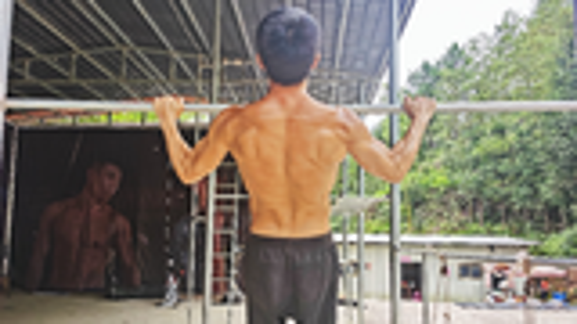 引体向上练背应该怎么拉,不同的拉法,训练到的肌肉群也不同