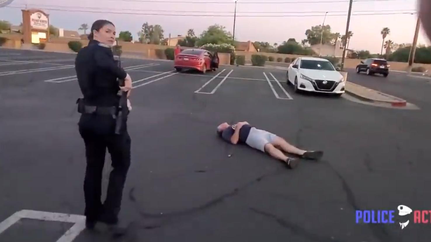 [执法记录] 女警自卫开枪击倒持刀酒鬼