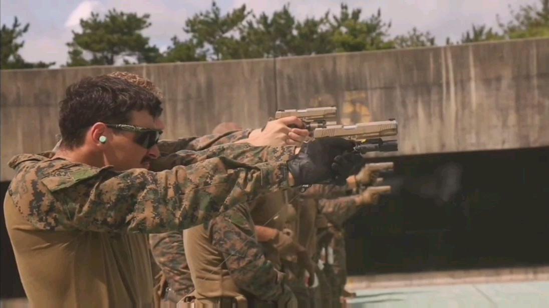 美国海军陆战队特种侦查连实弹射击训练