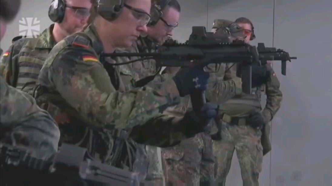 德国国防军冲锋枪战术射击训练-有没有汉斯范MP7