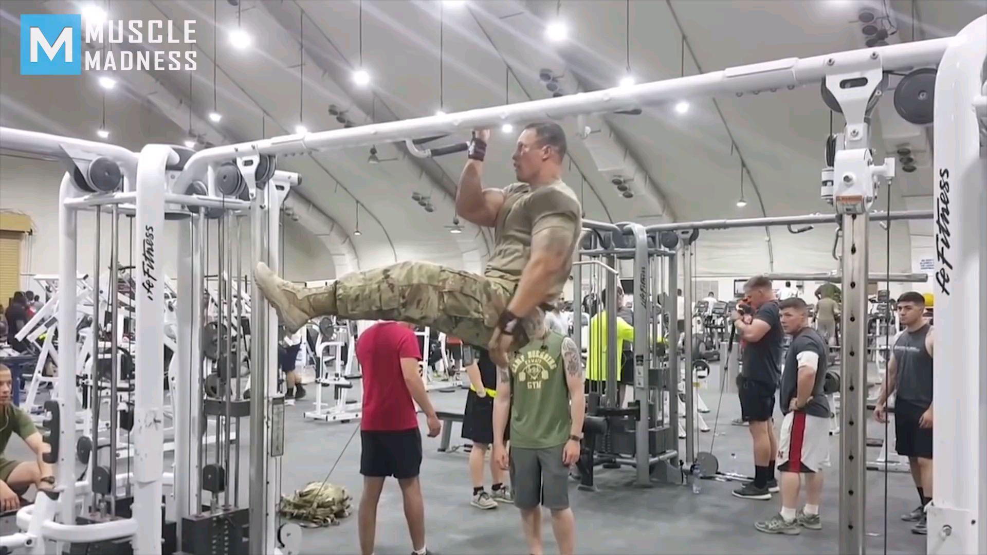 当美军特种兵来到健身房……