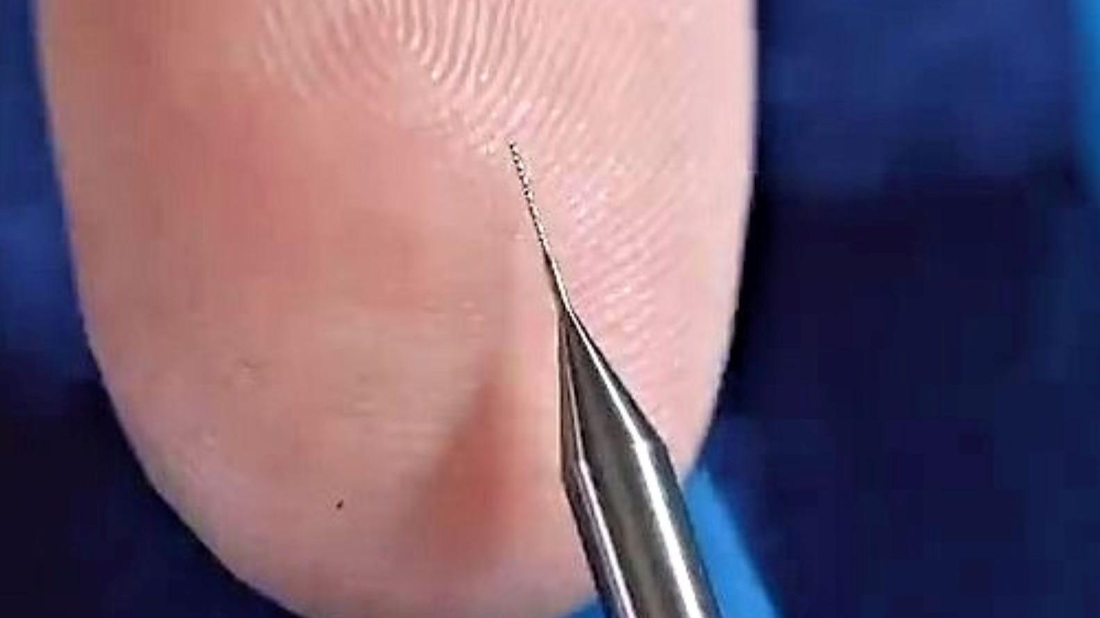 细如发丝的钻头是如何制造的??