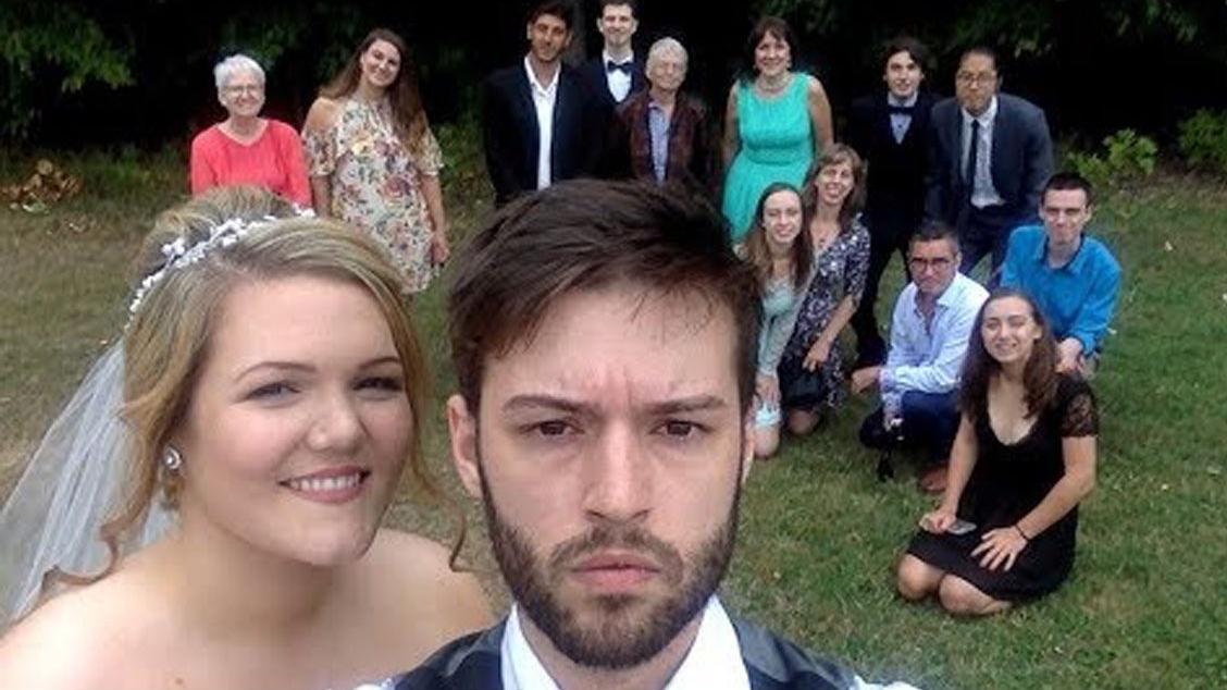 从12岁到结婚,国外小哥坚持每天用同一个表情自拍一张照片,最终制作了您现在看到这视频!